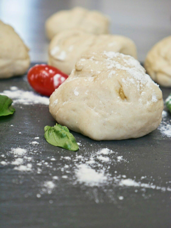 (Easy) Bread Machine Pizza Dough via @nofusskitchen