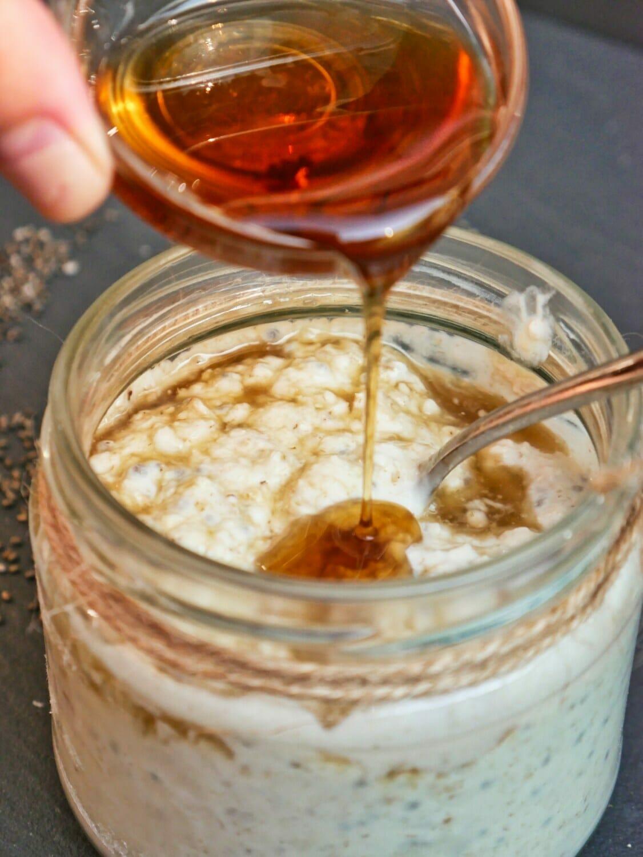 Best Ever Vanilla Overnight Oats via @nofusskitchen