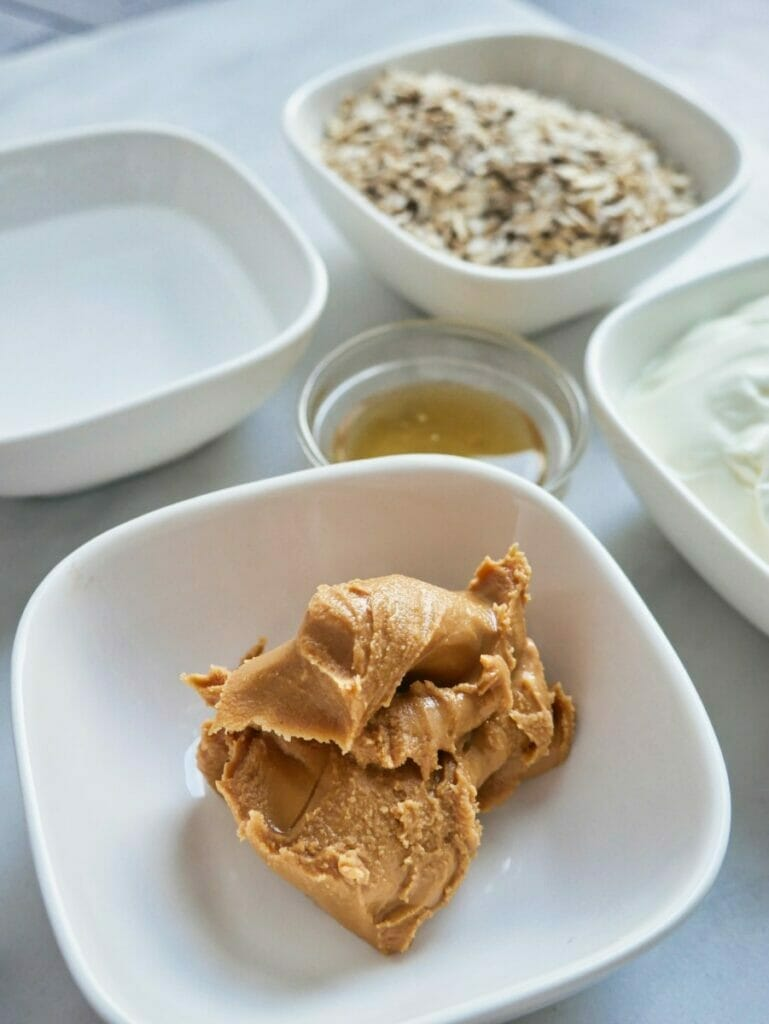 ingredients for peanut butter overnight oats